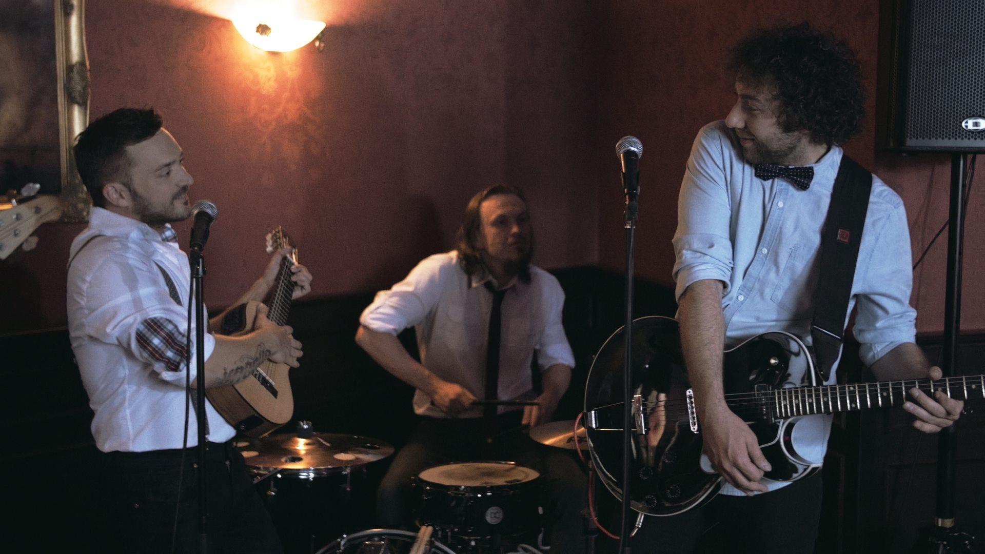 VIDEO: Robo Papp a Bystrík v novém klipu cestují časem