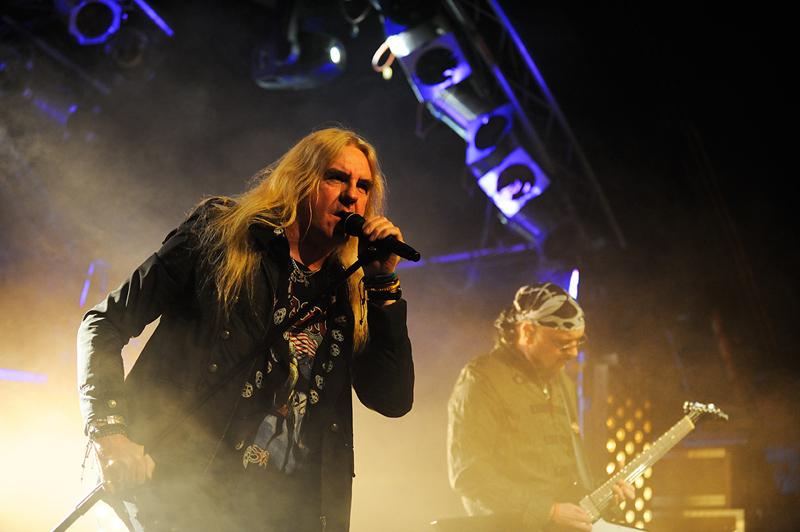 Metal ze staré školy: do Roxy dorazí Saxon. Podpoří je Skid Row