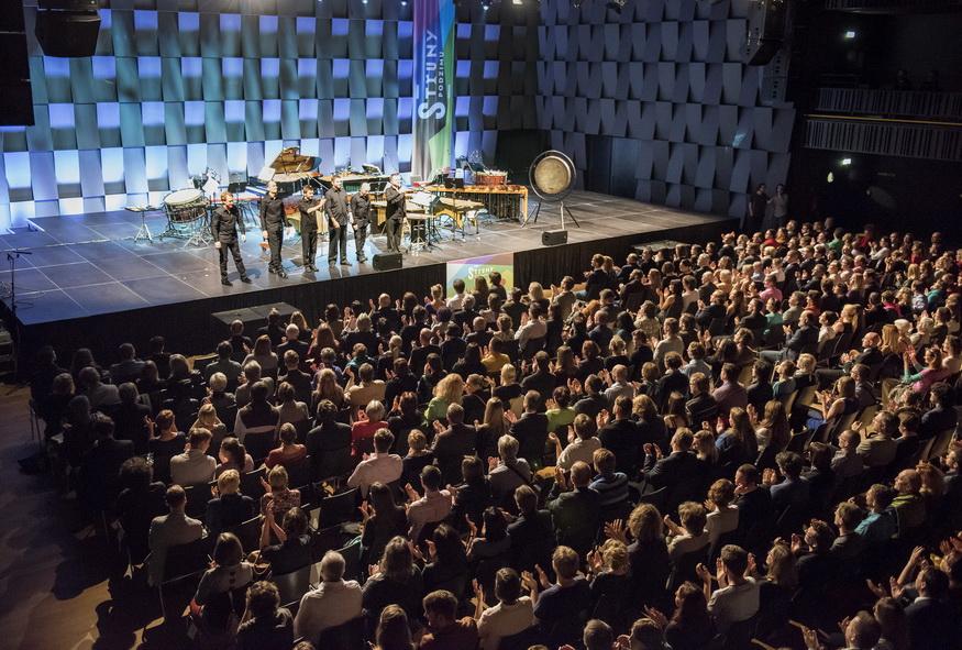 LIVE: Tleskající Steve Reich si nezaslouží nic jiného než potlesk. S poklonou