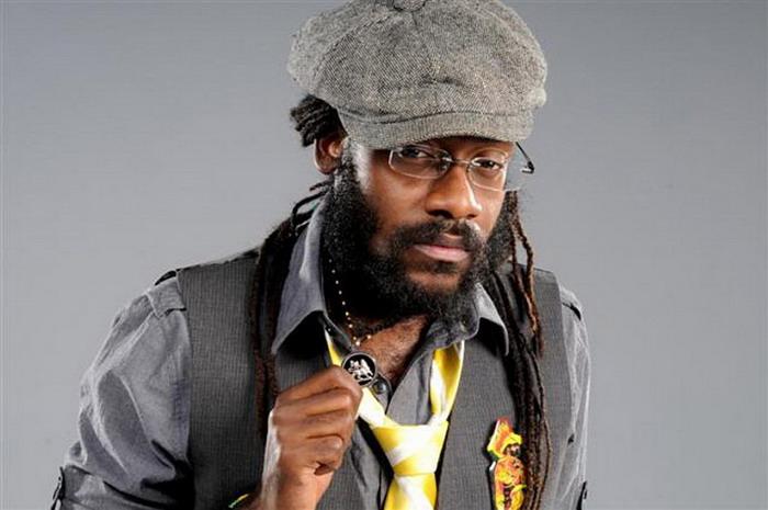 Jamajka v Česku: Tarrus Riley veze plnou náruč reggae