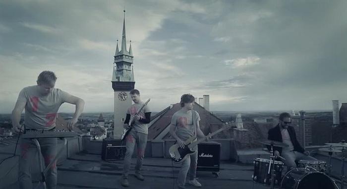 VIDEO: Tata Bojs opět na střeše. Do světa posílají svoji Papírovku