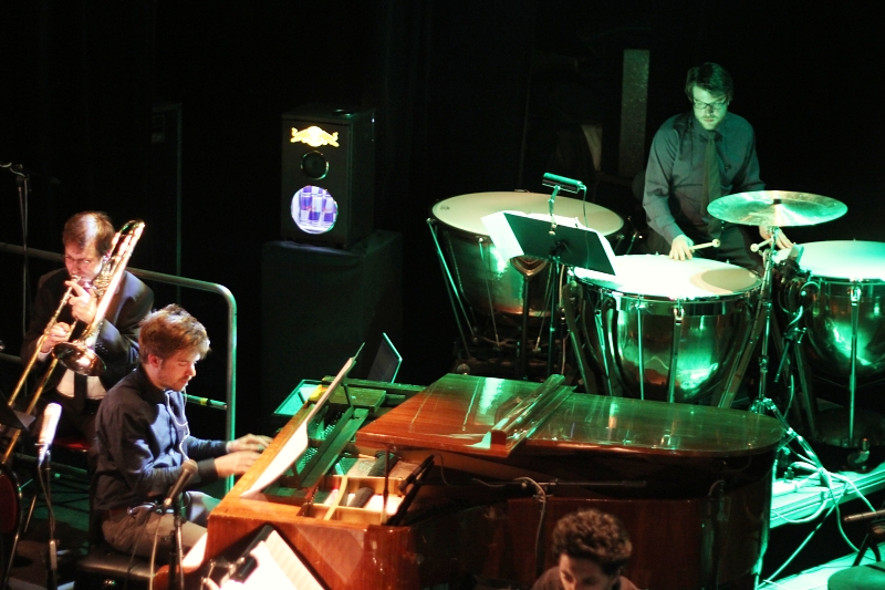 LIVE: The Brandt Brauer Frick Ensemble Praze předvedli techno v podání živé kapely
