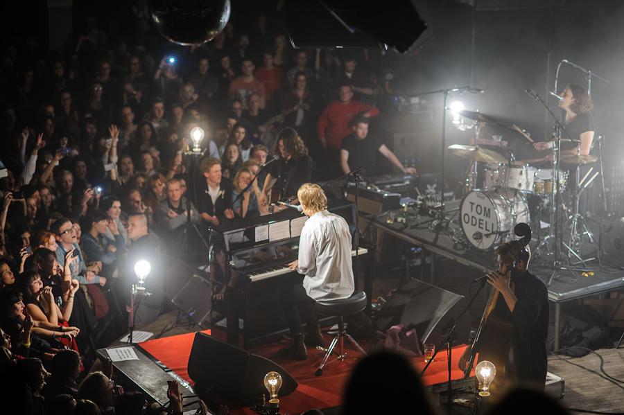 LIVE: Klapky klavíru burácely pod rukama křehkého Toma Odella