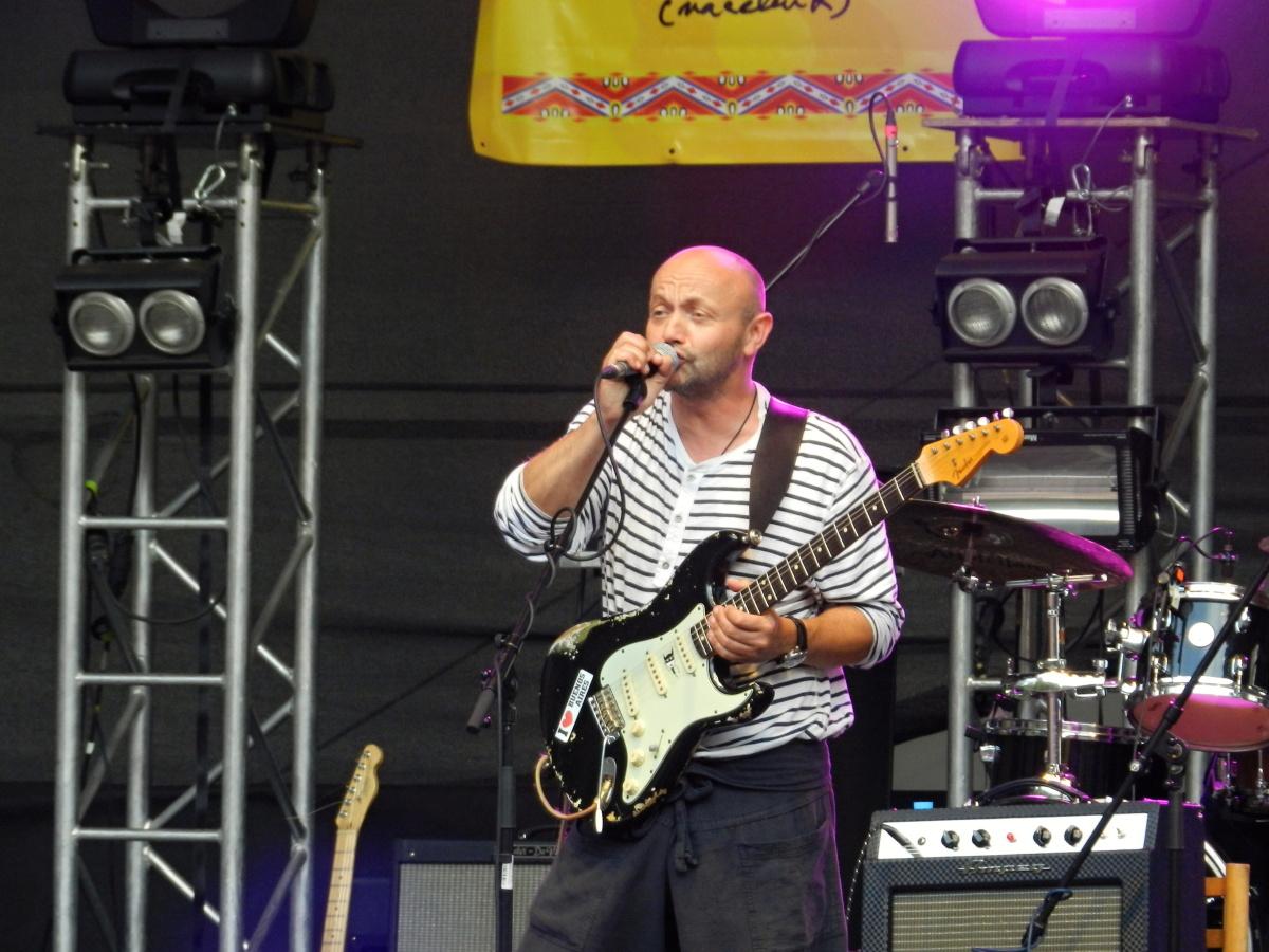 Trutnov Open Air: Bubeník Anti-Flag se s bicími vrhnul do kotle