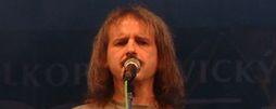 Vlasta Redl a jeho nová kapela odehrají Koncert, který se nekonal