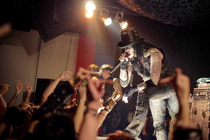 LIVE: Wednesday 13 v Praze - černokněžník bez zvukaře