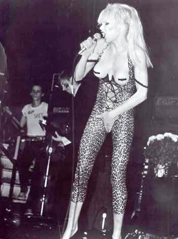SMRT SI ŘÍKÁ ROCK'N'ROLL: Wendy O. Williams (27.)