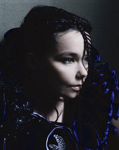 Björk zazpívala píseň pro Kosovo