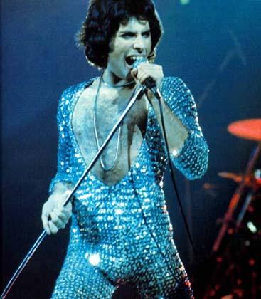 Queen bilancují, popřeje jim i Borat