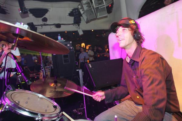 Jon Kennedy zahraje v Roxy