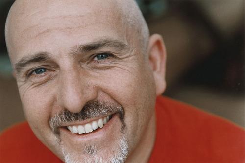 Peter Gabriel chce podrbat záda
