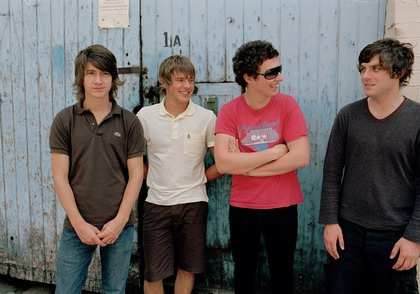 Arctic Monkeys vydají živé DVD