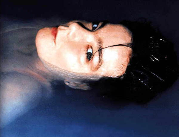 Björk napadla fotografa