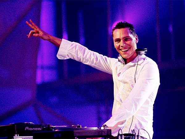 DJ Tiësto už leští vinyly na Mácháč