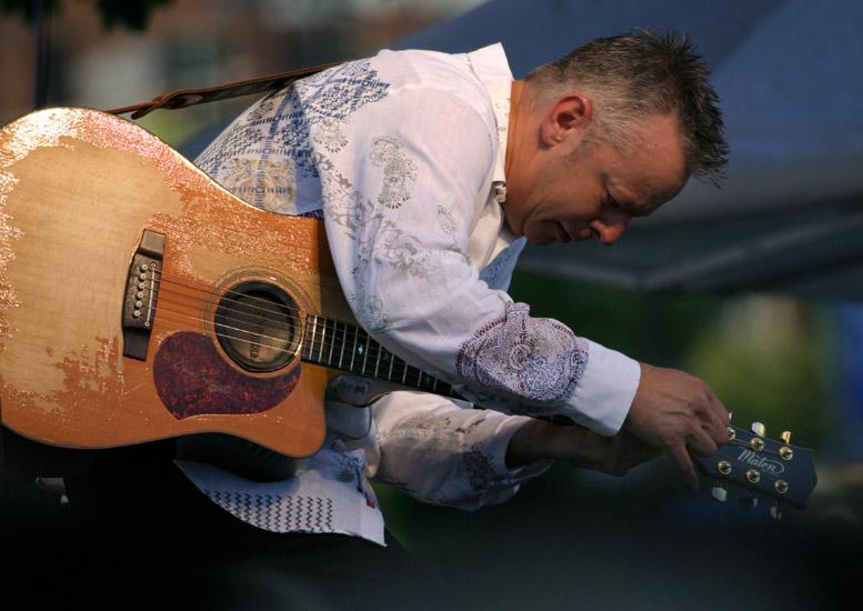 Emmanuel: kytarový šaman v Praze