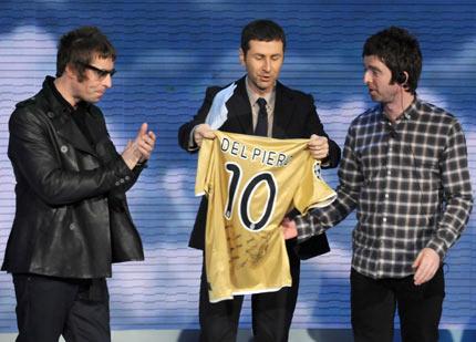 Del Piero věnoval Oasis svůj dres