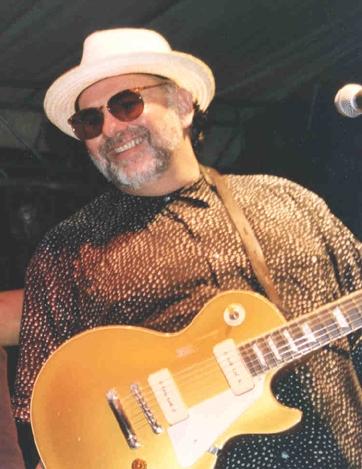Robillard zakouzlí Praze na kytaru