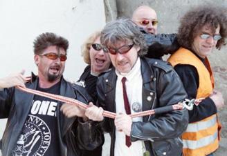 Visáči: rok 2009 je rokem punku!