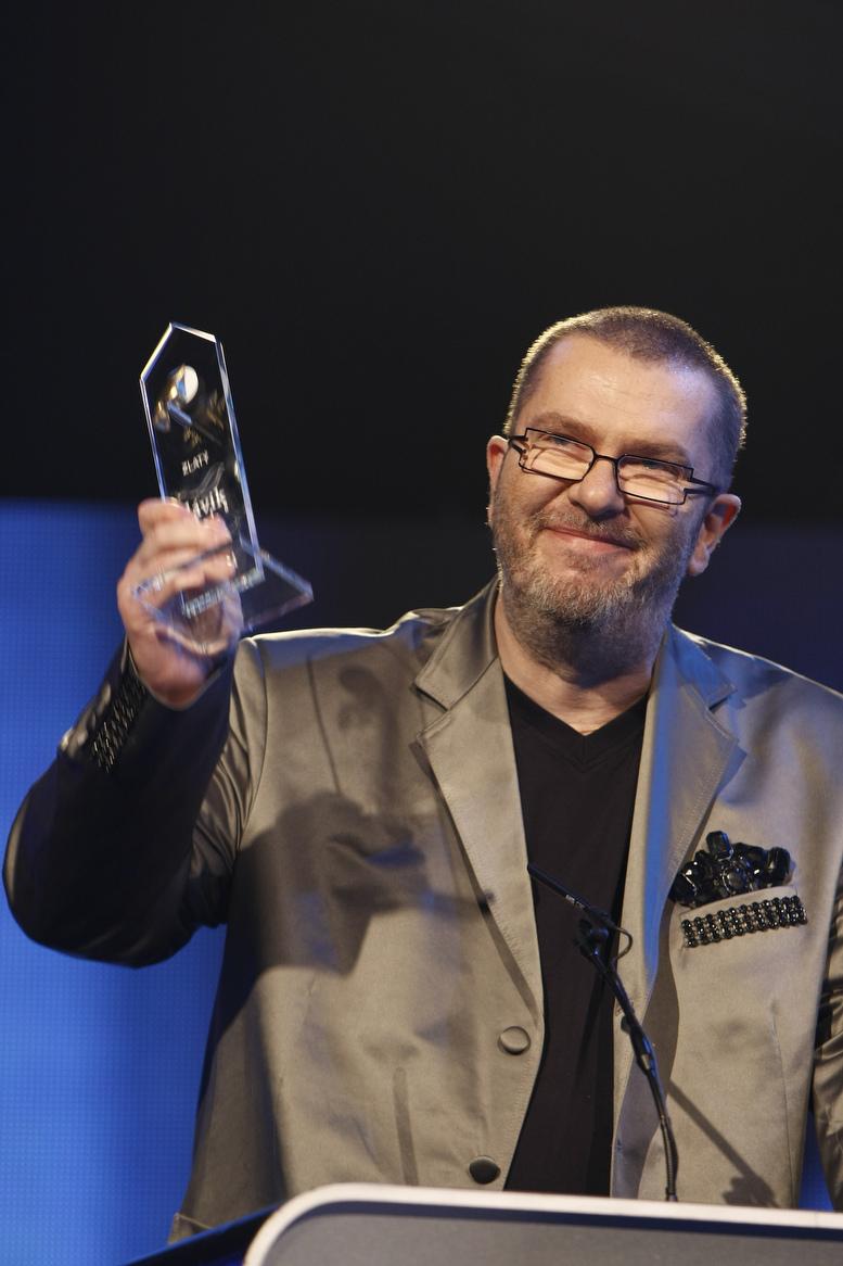 Richard Müller vyprodává české sály