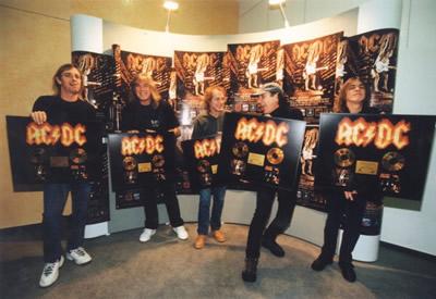 AC/DC: Zpátky v černém