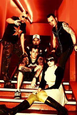 KMFDM: Blitz a sranda musí být