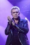Billy Idol se po čtyřech letech zašklebil v Praze