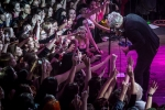 Colorful parade: Gerard Way v Lucerna Music Baru