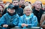 Divokej Bill v Praze zmoknul, ale fanouškům to náladu nezkazilo