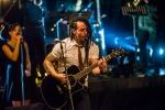 Mandrage odstartovali v Plzni akustické turné v oblecích a mezi divadelními kulisami
