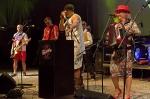 Tři sestry v Píseckém letňáku zakončili letní turné. Fanánek házel botou z protézy