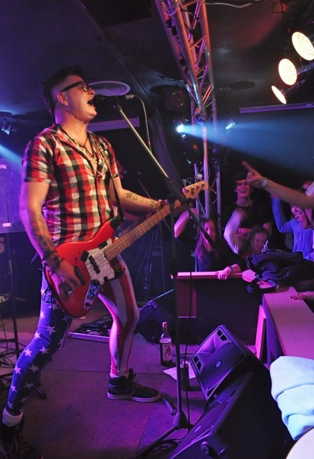 10 let chlastu, sexu a rock'n'rollu aneb Rybičky 48 na narozeninovém turné