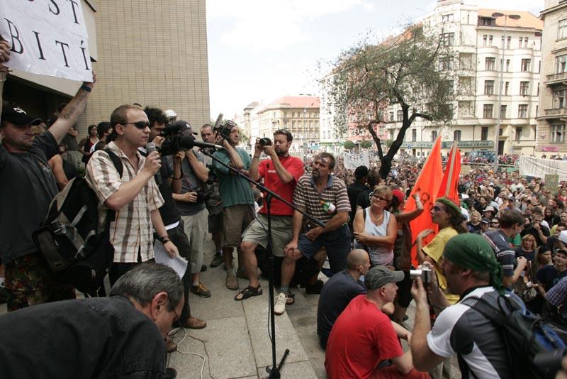 FOTKY Z DEMONSTRACE PROTI POLICEJNÍMU ZÁSAHU