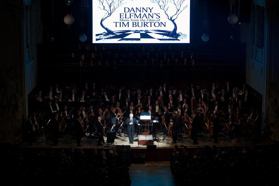 Danny Elfman, dvorní skladatel Tima Burtona, zvedl na nohy celý Obecní dům
