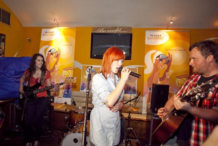 Debbi křtila debutové album, zároveň oslavila osmnácté narozeniny