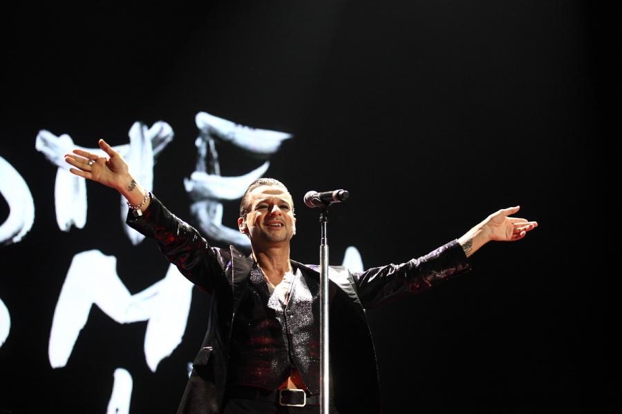 Depeche Mode podeváté v Česku: Dave Gahan a spol. vyprodali O2 arenu