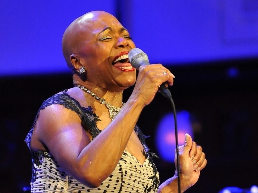 Držitelka Grammy Dee Dee Bridgewater vystoupila na pražském jazzovém festivalu Struny podzimu