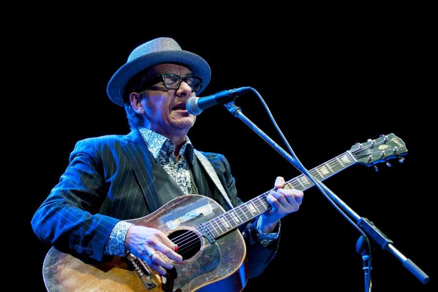 Elvis Costello poprvé vystoupil v Praze, třikrát přidával