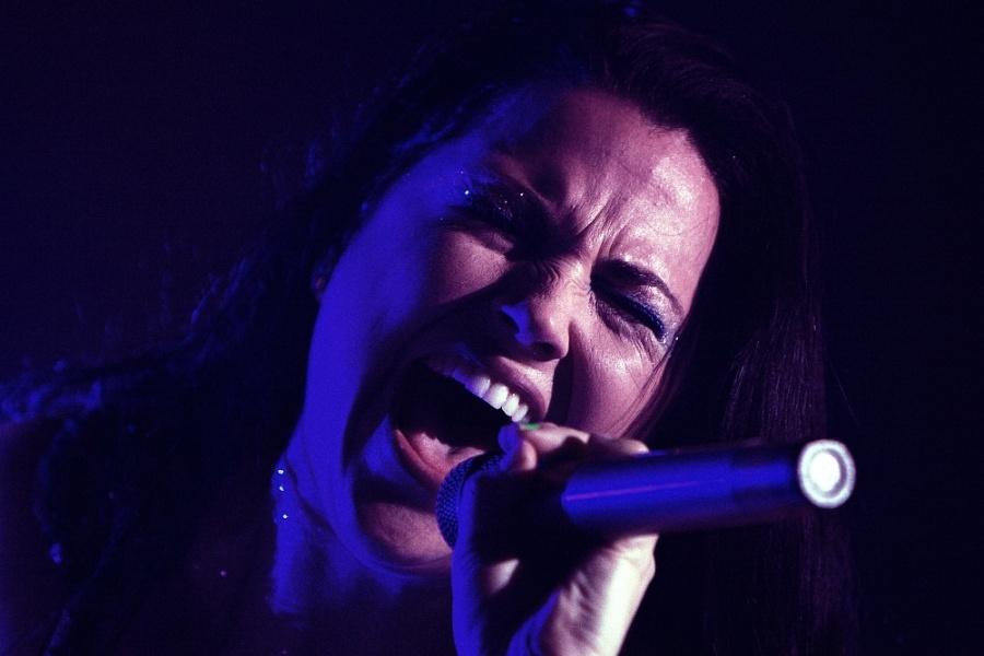 Evanescence měli premiéru v Praze, Amy Lee válcovala dav svým hlasem