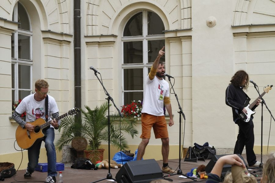 Festival pro židovskou čtvrť v Boskovicích hostil Mňágu a Žďorp, Kittchena, Květy, filmové projekce i výstavy
