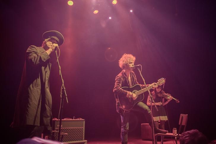 Floutek Pete Doherty přijel do Prahy. Zazpíval, opil se a skočil do publika