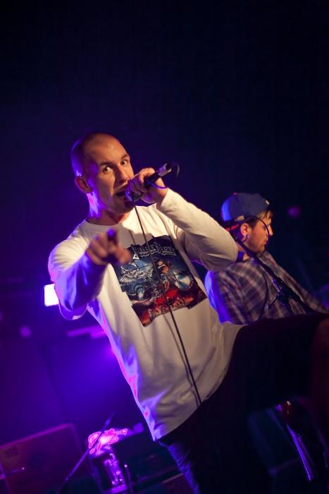 Hardcore ovládl pražské Rock Café, vystoupili Kissing The Gravestone, Demaja a Streetmachine