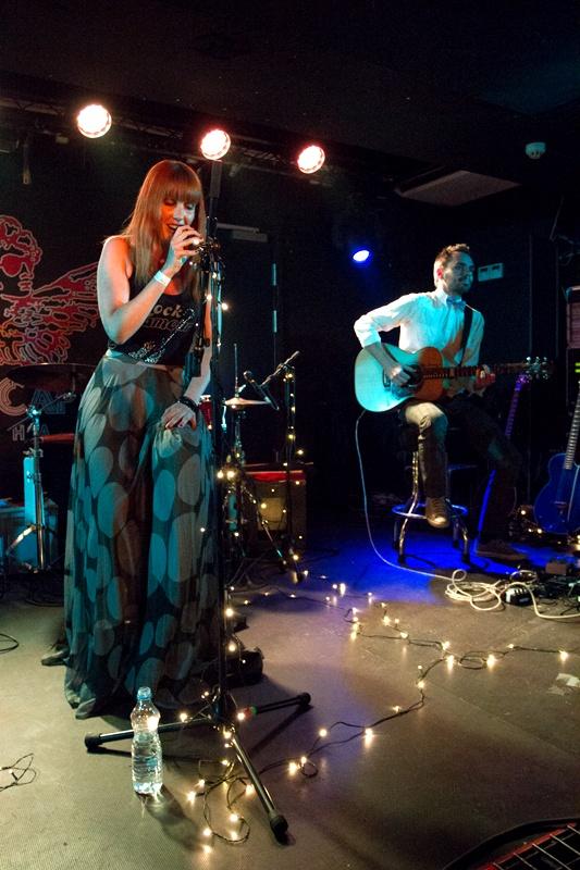 Katka Knechtová akusticky v Rock Café vzpomněla i na Pehu