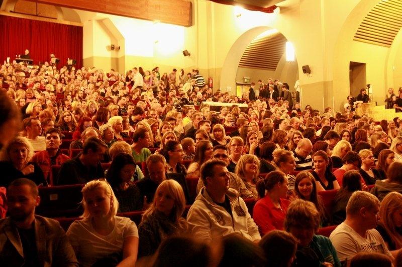Mandrage akusticky: v pražském divadle Hybernia si zazpívali i Tomáš Klus a Xindl X
