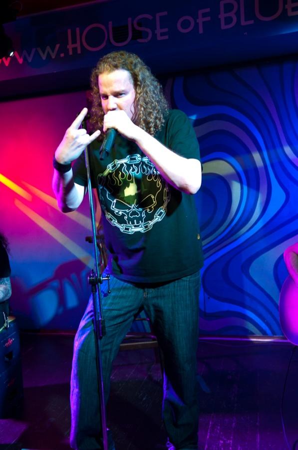 Metal bez proudu: Blaze Bayley a jeho akustický set v Plzni
