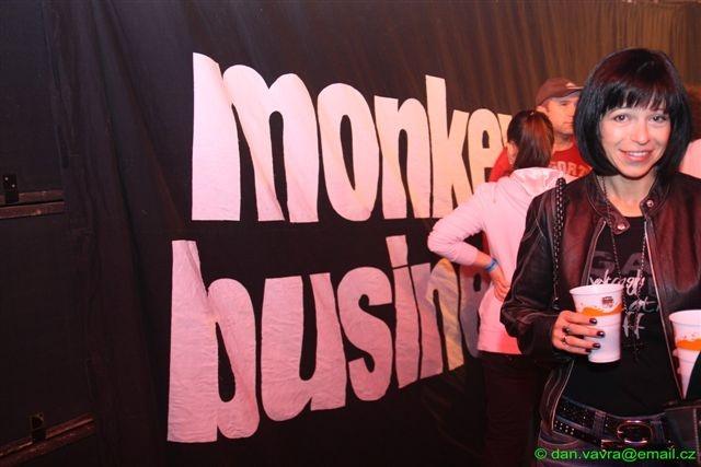 Monkey Business v hokejových dresech v Krnově
