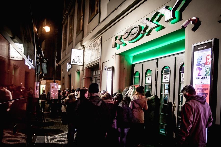 Pogo a moshpit: Taking Back Sunday se v Roxy poprvé představili českým fanouškům