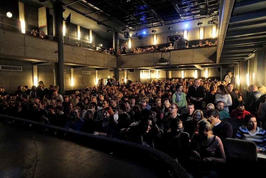 Support Lesbiens v Divadle Kalich: potichu a s Tonyou Graves