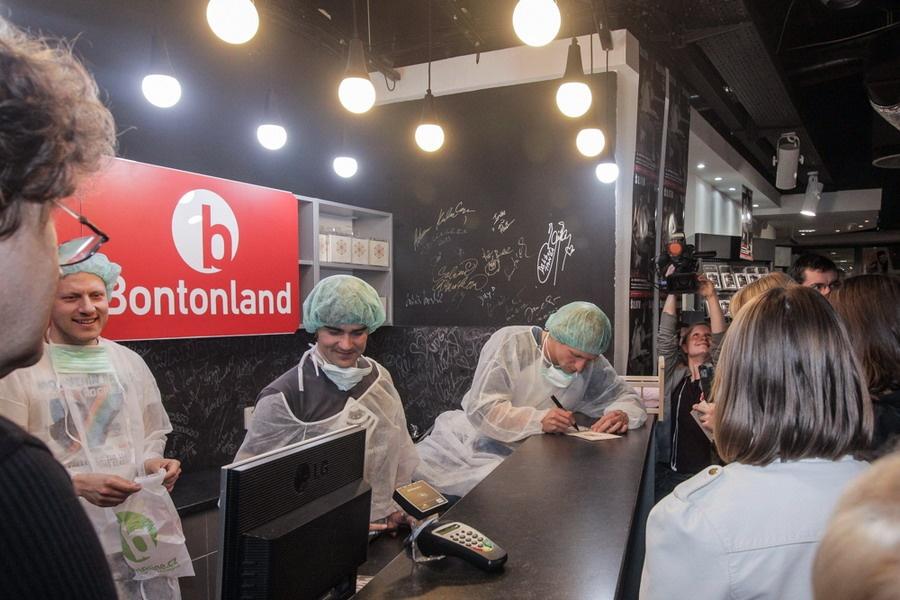 Tomáš Klus za kasou: v obchodě s hudbou prodával své nové album