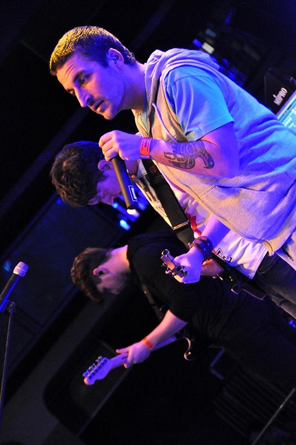 Tvrdá show a plno drzosti: Skindred na prknech Lucerna Music Baru