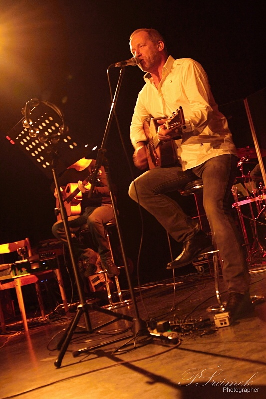 Unplugged turné Davida Kollera: v Ostravě zazněla Lucie i skladby Kollerbandu